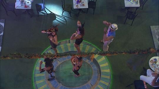 Brothers dançam 'Macarena'