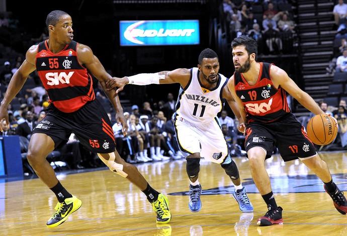 Meyinsse e Gege, Flamengo X Memphis, Amistoso Basquete (Foto: Agência AP)