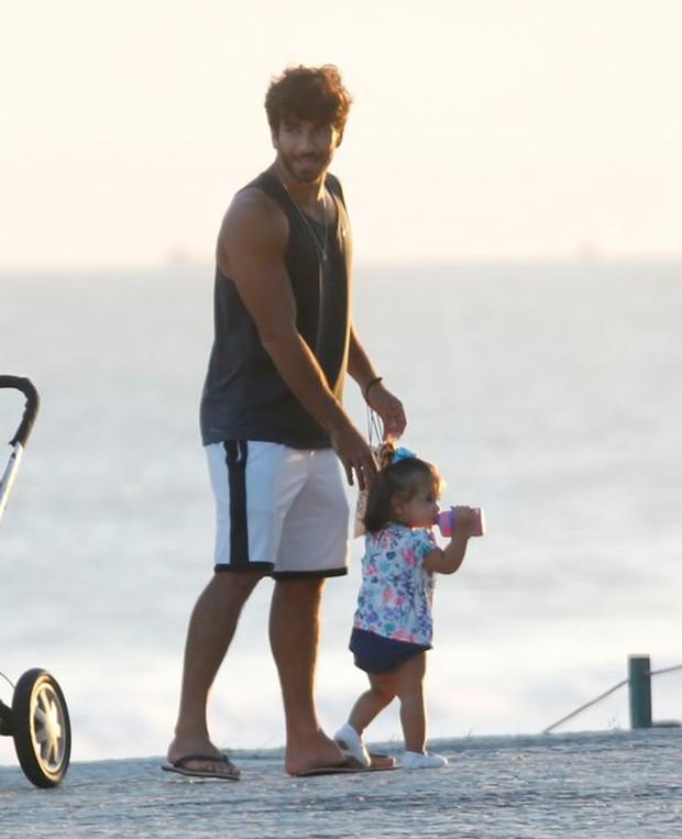 Hugo Moura e a filha Maria Flor (Foto: AgNews)