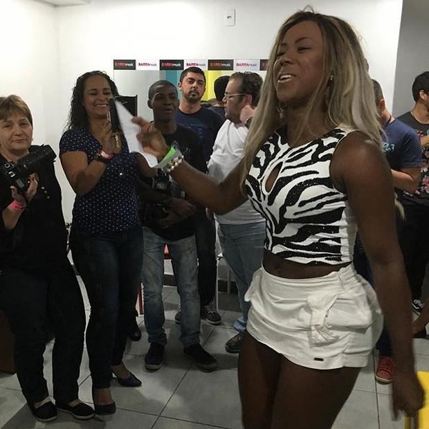 Ex-BBB Adélia em show na Zona Oeste do Rio (Foto: Instagram/ Reprodução)