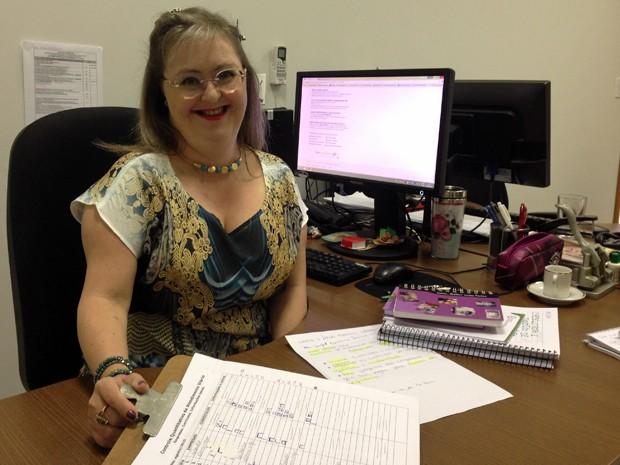 Liana Collares é uma dentre os 963 servidores do GDF com deficiência (Foto: Gabriel Luiz/G1)