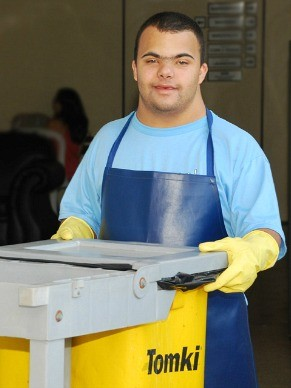 Oficina de formação basica de agente de limpeza (Foto: Divulgação / APAE - DF)