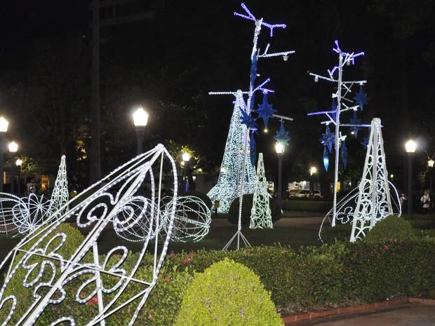 Azul dita o tema do Natal das Águas em Poços de Caldas (MG). (Foto: Lúcia Ribeiro/G1)