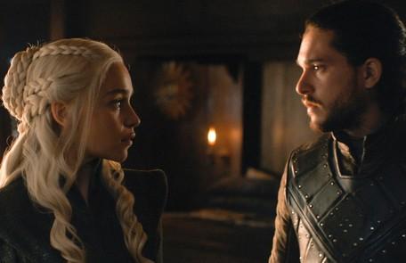 Fãs apostam que Daenerys e Jon vão se casar e assumir o Trono de Ferro juntos. Assim, fariam um governo mais justo. E já existe a torcida para que a Mãe dos Dragões engravide, apesar de ela ter afirmado ser infértil HBO