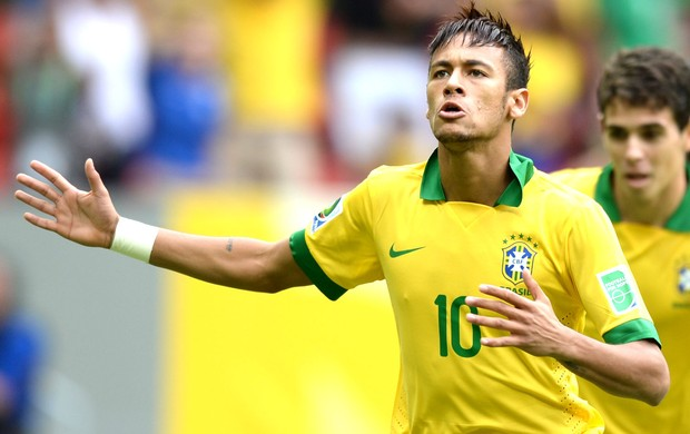 Neymar comemora gol do Brasil contra o Japão (Foto: Agência AFP)