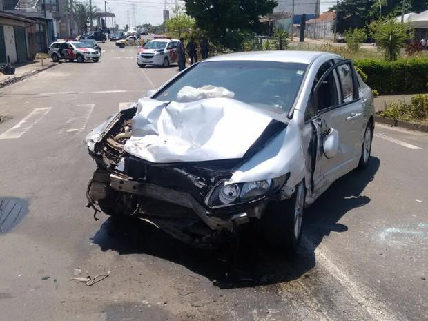 Veículo envolvido em acidente com carros da PM em Piracicaba (Foto: Edijan Del Santo/EPTV)