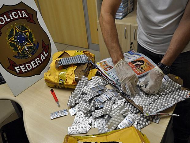 Comprimidos foram enviados pelos Correios do Rio para Timbaúba (Foto: Divulgação/Polícia Federal)