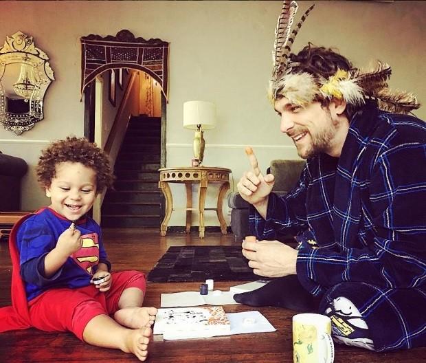 O marido Igor Rickli e o filho Antônio são muito parceiros da mãe (Foto: Reprodução Instagram)