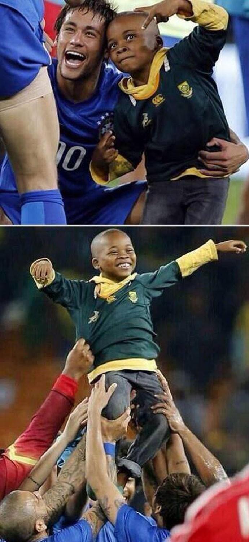 Ferdinand elogia Neymar (Foto: Reprodução / Facebook)