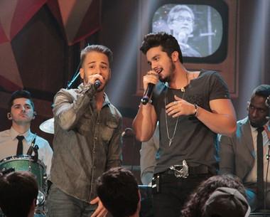 Luan Santana realiza o sonho de cantar com Junior Lima (Marcos Mazini/Gshow)