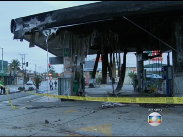 Posto amanheceu destruído em Maria da Graça (Foto: Reprodução/TV Globo)