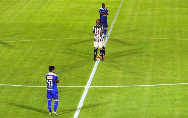 Protesto bom senso Cruzeiro x Vitória (Foto: Léo Simonini)
