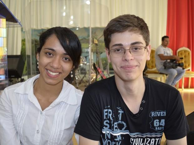 Casal Caio Muniz, 19 anos, e Luiane Lima, 21 anos, decidiram casar virgens (Foto: Abinoan Santiago/G1)