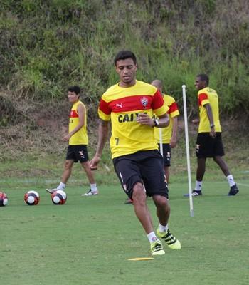 Cleiton Xavier em treino do Vitória (Foto: Moysés Suzart /Divulgação/EC Vitória)