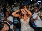 Sabrina Sato exibe corpo perfeito em noite de samba no Rio