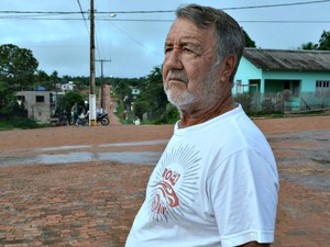 O aposentado Deusdite Barauna Bezerra, morador de Porto Walter  (Foto: Genival Moura/G1)