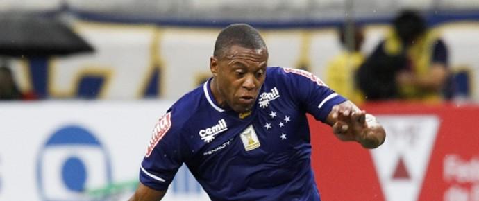 Júlio Baptista Cruzeiro na partida contra a Caldense (Foto: Washington Alves \Lightpress)