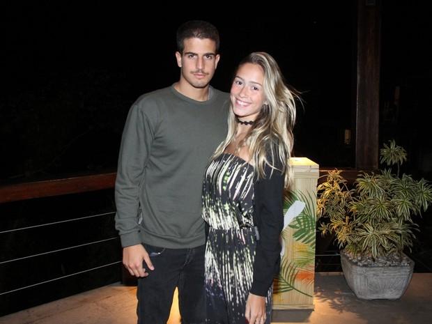 Enzo Celulari e namorada, Carol Garson, em festa na Zona Sul do Rio (Foto: Thyago Andrade/ Brazil News)