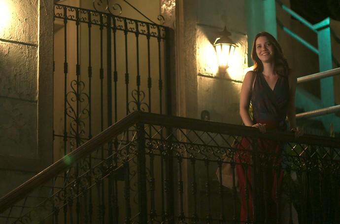 Júlia fica radiante após rolar clima com Gui (Foto: TV Globo)