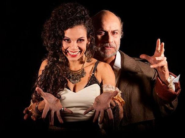 No texto de a personagem Carmen e o autor Miguel de Cervantes se veem frente a frente  (Foto: Divulgação)