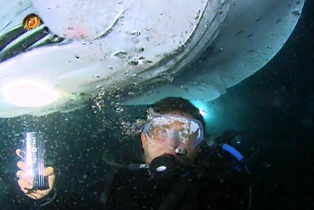 Huck se aventurou em mergulho noturno com arraias-manta (Foto: Caldeirão do Huck/ TV Globo)