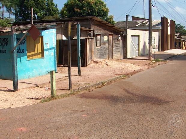 Local onde mulher de 22 anos foi morta a facadas (Foto: Reprodução/Rede Amazônica)