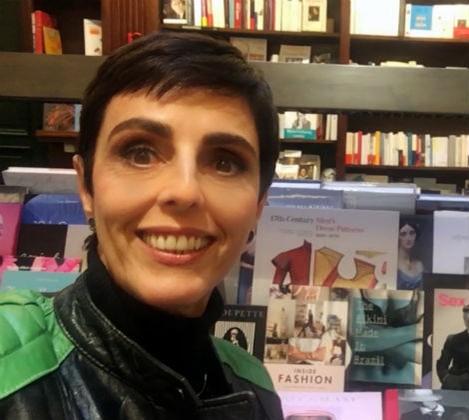GNT Fashion_Lilian Pacce visita a tradicional livraria Galignani e vai a desfile brasileiro em Paris
