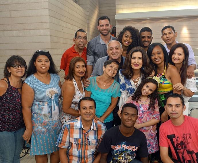Plateia com a apresentadora nos bastidores  (Foto: Vinícius Cunha/Gshow)