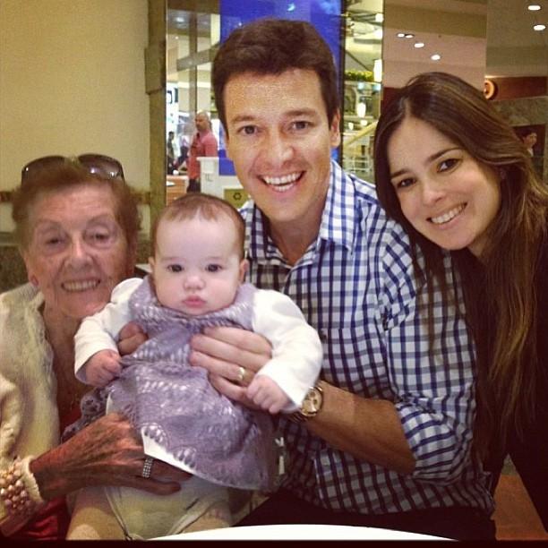Rodrigo Faro, Vera Viel, mãe e a filha Helena (Foto: Instagram / Reprodução)
