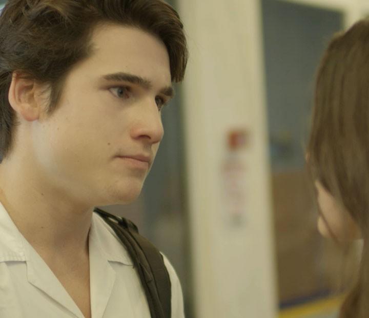 Digo fica bolado depois de ver a Lu aos beijos com Pedro (Foto: TV Globo)
