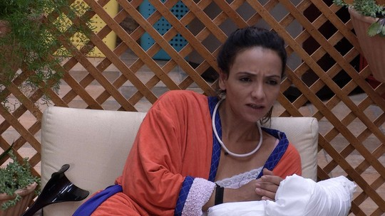 Marinalva fala sobre a relação de Emilly e Marcos e critica o médico: 'Parece um bocó'