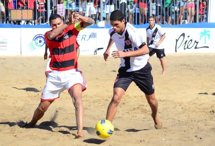 Casé (Flamengo, Lucão (Vasco) final carioca futebol areia (Foto: Thiago Ribeiro/Divulgação)