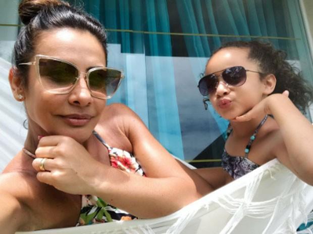Scheila Carvalho e Giulia (Foto: Reprodução)