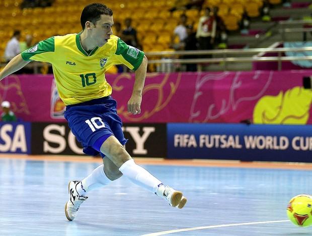 fbd4ac8fa2 fernandinho brasil e portugal mundial de futsal tailândia (Foto  Agência  Getty ...