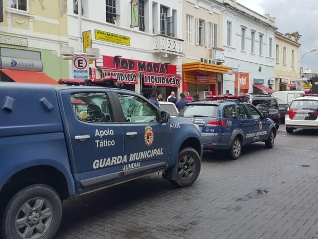 Polícia Militar e Guarda Municipal fizeram cerco perto da joalheria  (Foto: Arquivo pessoal)
