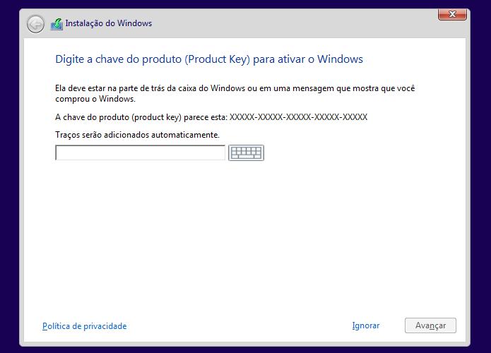 Digitando a chave de ativação do Windows 8 (Foto: Reprodução/Edivaldo Brito)