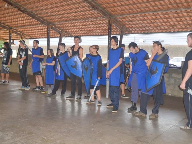 Lutadores de swordplay treinando em Piracicaba (Foto: Carol Giantomaso/G1)