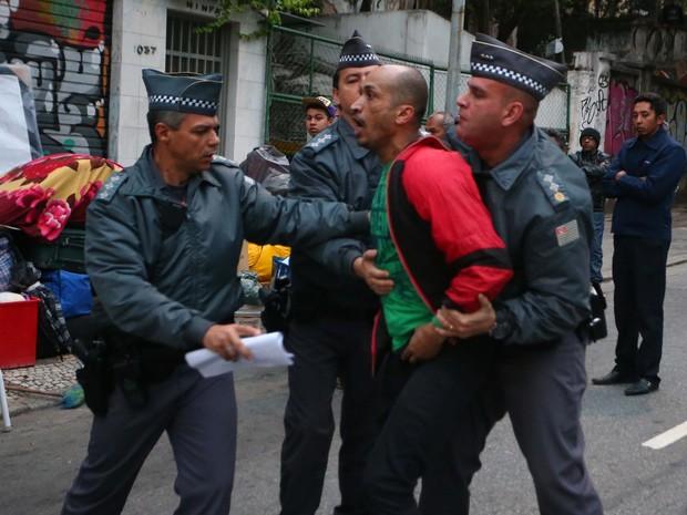 A Polícia Militar cumpre reintegração de posse em um prédio invadido  na Rua da Consolação, no centro de São Paulo, na manhã desta terça-feira (29)  (Foto: Marcos Bezerra/Futura Press/Estadão Conteúdo)