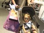 Danielle Winits vai a shopping do Rio com o filho Guy