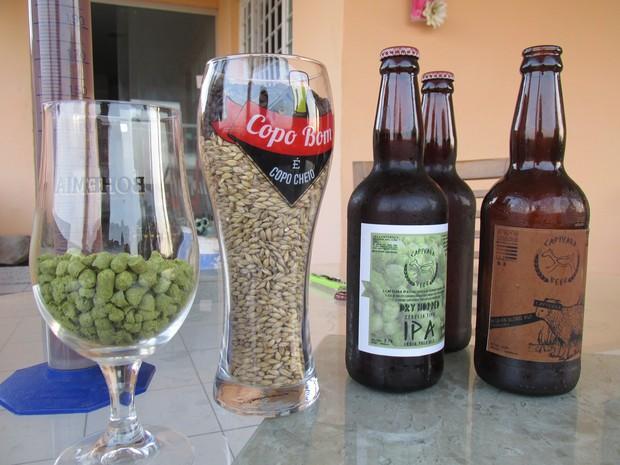 Pedro titulou as cervejas que cria como 'Capivara Beer' (Foto: Fernando Brito/G1)