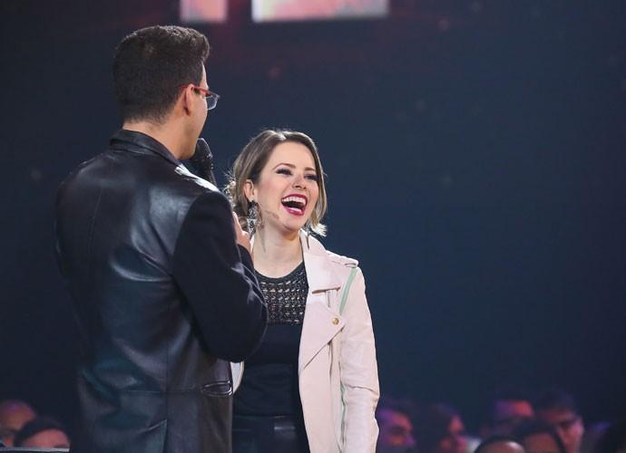 Sandy solta a gargalhada nos bastidores do SuperStar (Foto: Isabella Pinheiro/Gshow)