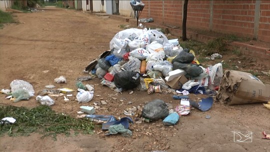 População reclama de atraso na coleta de lixo em Balsas, MA