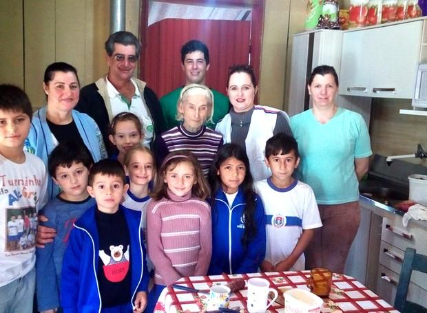 Alunos fazem visita a descendentes de italiano e poloneses  (Foto: Divulgação/RPC)