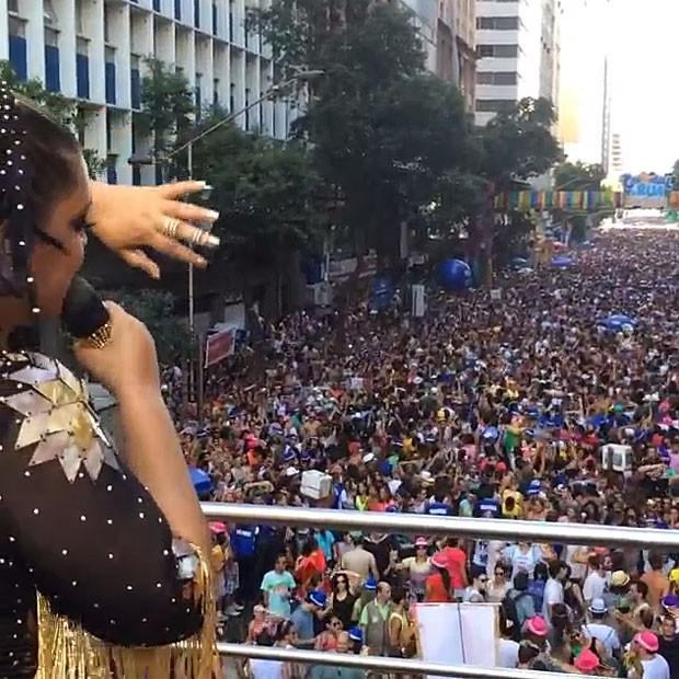 Preta Gil canta para multidão (Foto: Instagram)