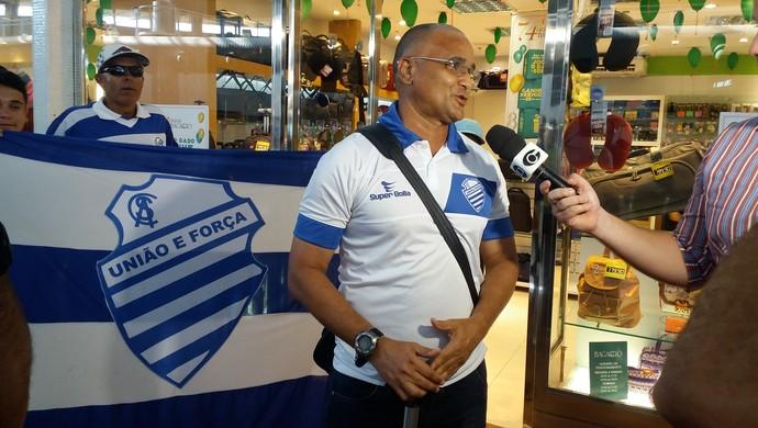 Embarque do CSA para o Rio de Janeiro (Foto: Augusto Oliveira / GloboEsporte.com)