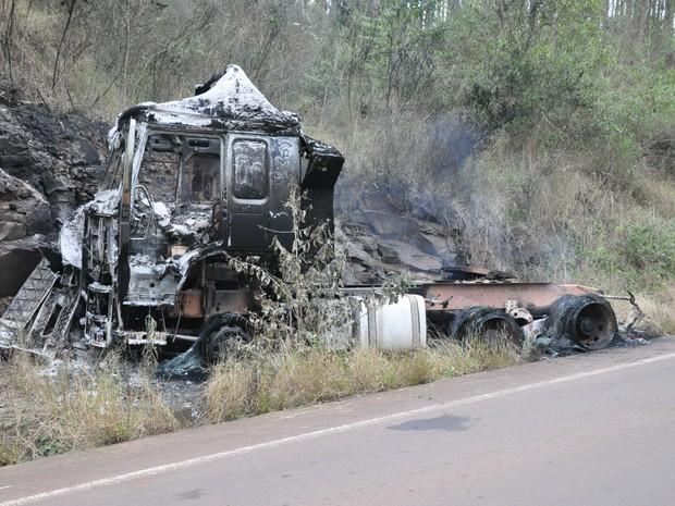 Carreta pegou fogo em Tenente Portela (Foto: Divulgação/Portela Online)