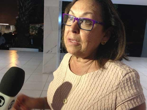 Senadora Lídice da Mata concede entrevista após reunião da  bancada (Foto: Priscilla Mendes / G1)