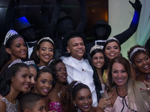 MC Duduzinho em festa em São João de Meriti, na Baixada Fluminense, no Rio (Foto: Bruna Rezende/ Divulgação)