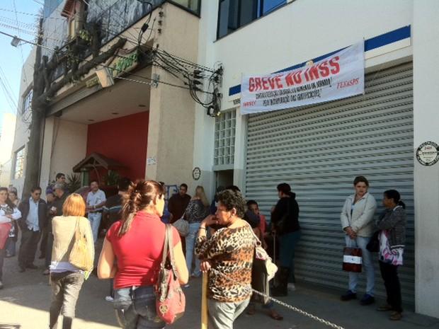 Na agencia da Av. Ataliba Leonel, Zona Norte de São Paulo, apenas perícias previamente agendadas estão sendo realizadas. (Foto: Nathália Duarte/G1)