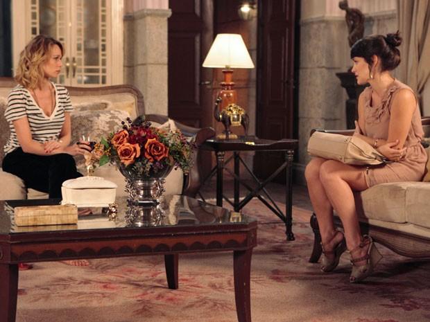 Carolina diz a Juliana que é odiada por todos na Mooca (Foto: Guerra dos Sexos / TV Globo)